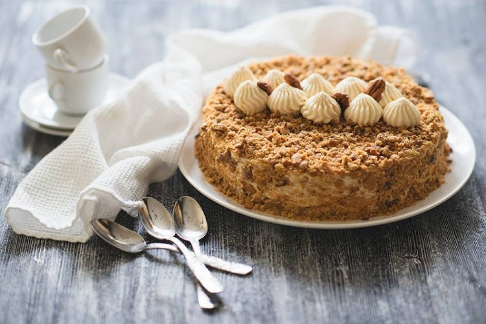 main_b_fantastic-honey-cake-medovik